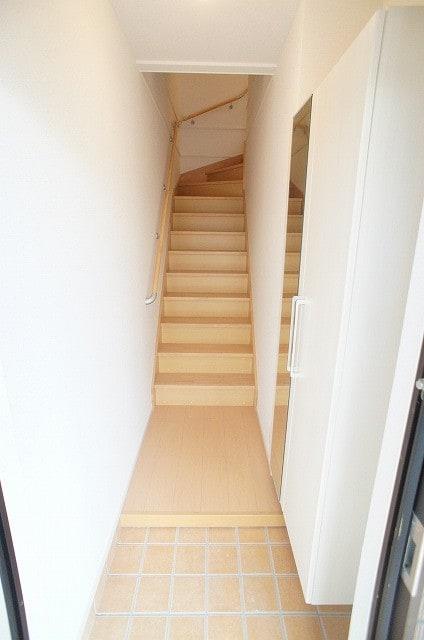 玄関ホール、階段