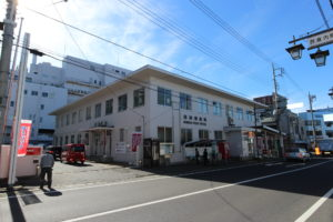 沼田郵便局 915m