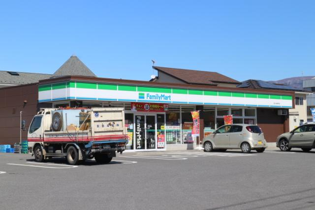 ファミリーマート久屋原町店 400m