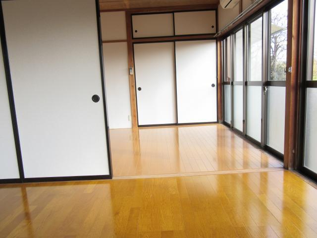 洋室(西→中)