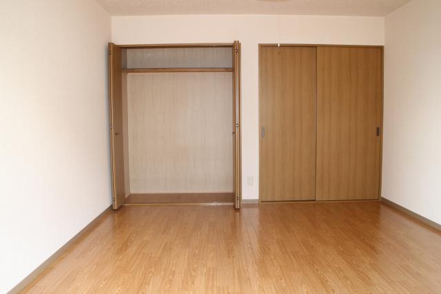 洋室(9.3畳)収納