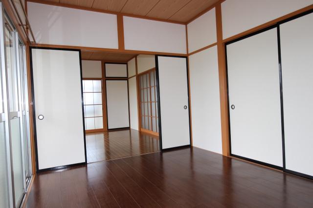 洋室(東→西)