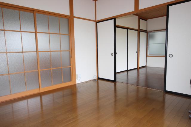 洋室(西→東)