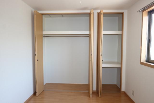洋室(北)5.6畳収納