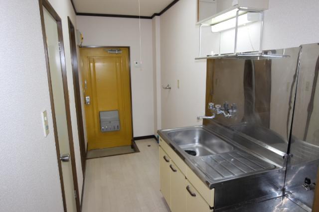 キッチン、玄関ホール