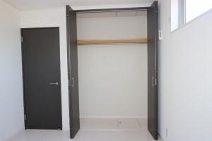 洋室(5.8畳)収納