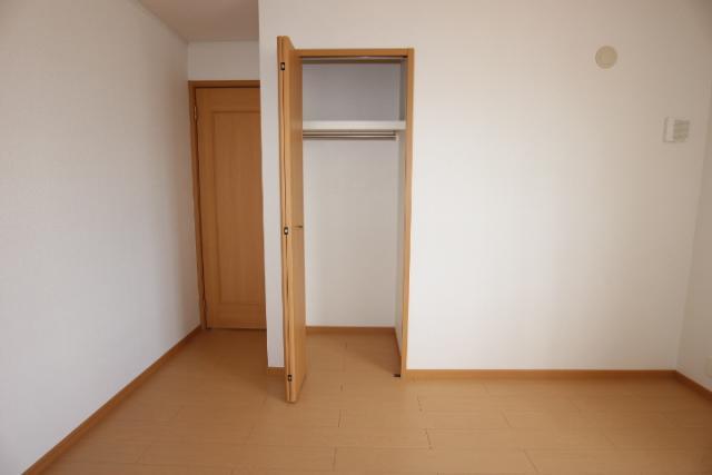 洋室(北)6.4畳収納