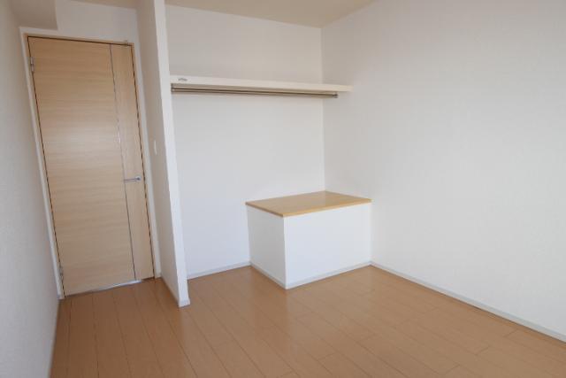 洋室(北5.4畳)収納