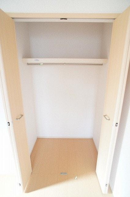 洋室(6.0畳)南収納